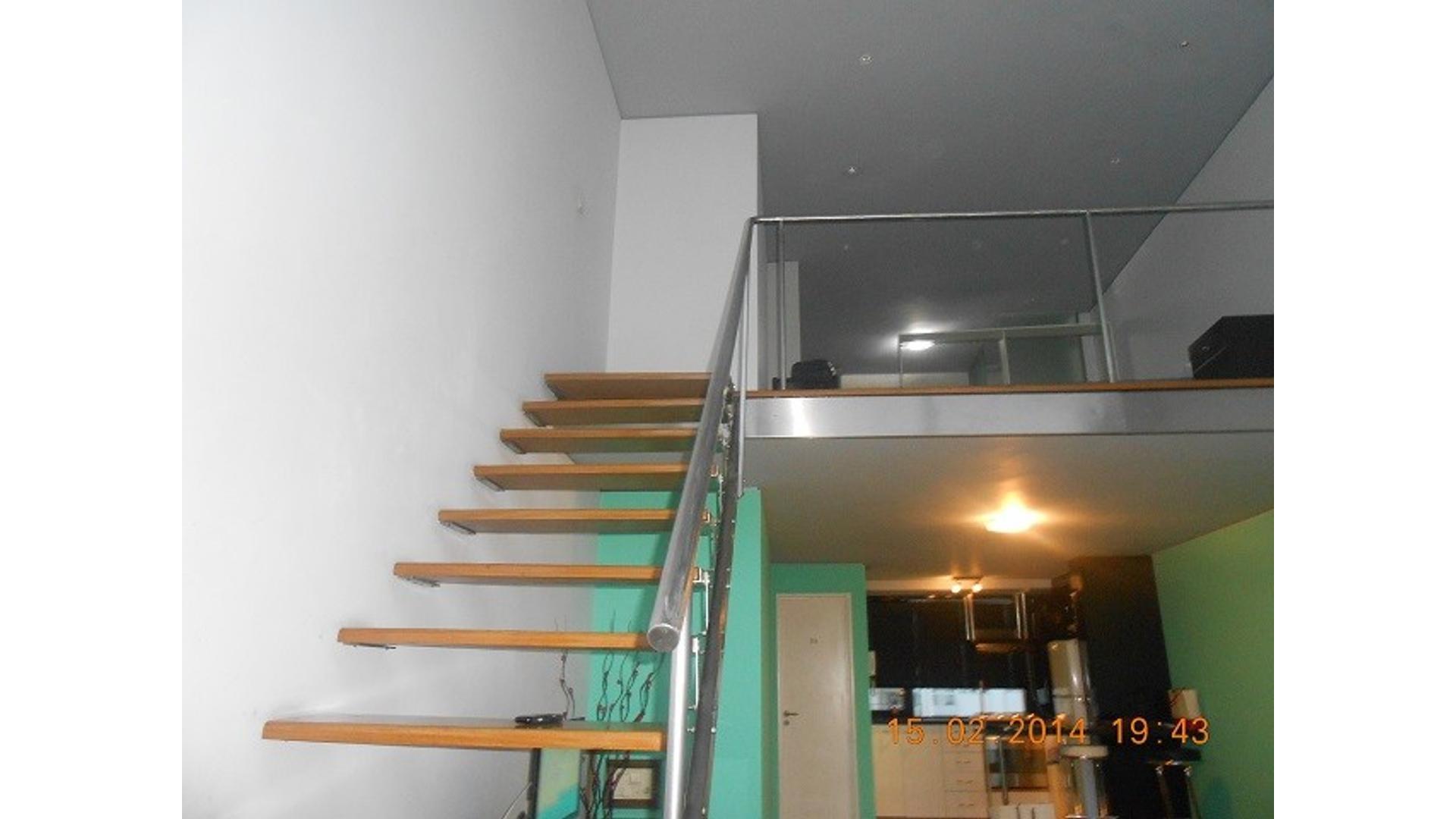Amplio y luminoso departamento en duplex en venta