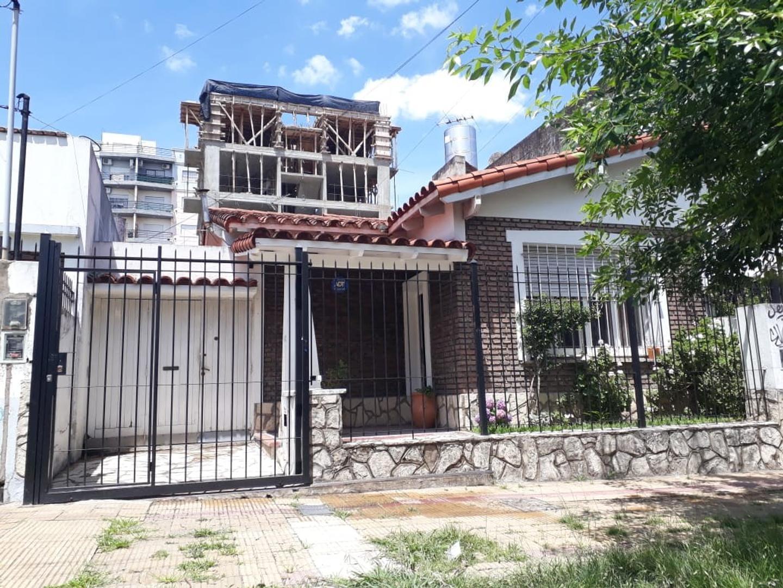 Casa en Venta en Moron Sur - 6 ambientes