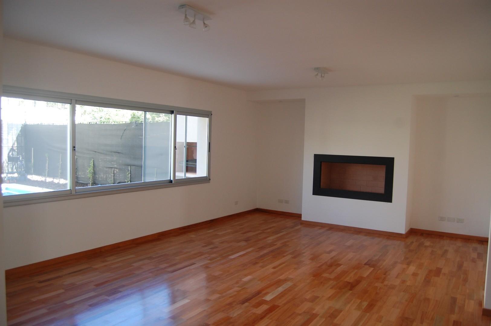 Casa - 450 m² | 4 dormitorios | 4 años