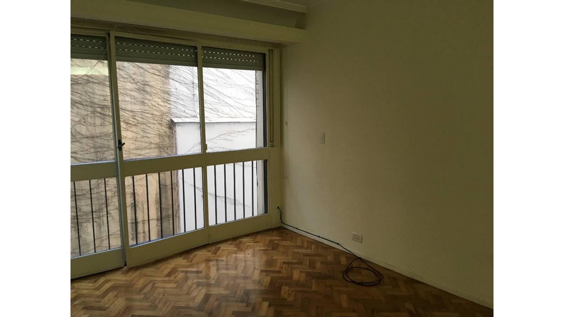 """3 amb. 2º piso c/frente balcón francés luminoso  64m2. Tot. """"Excelente ubicación"""""""