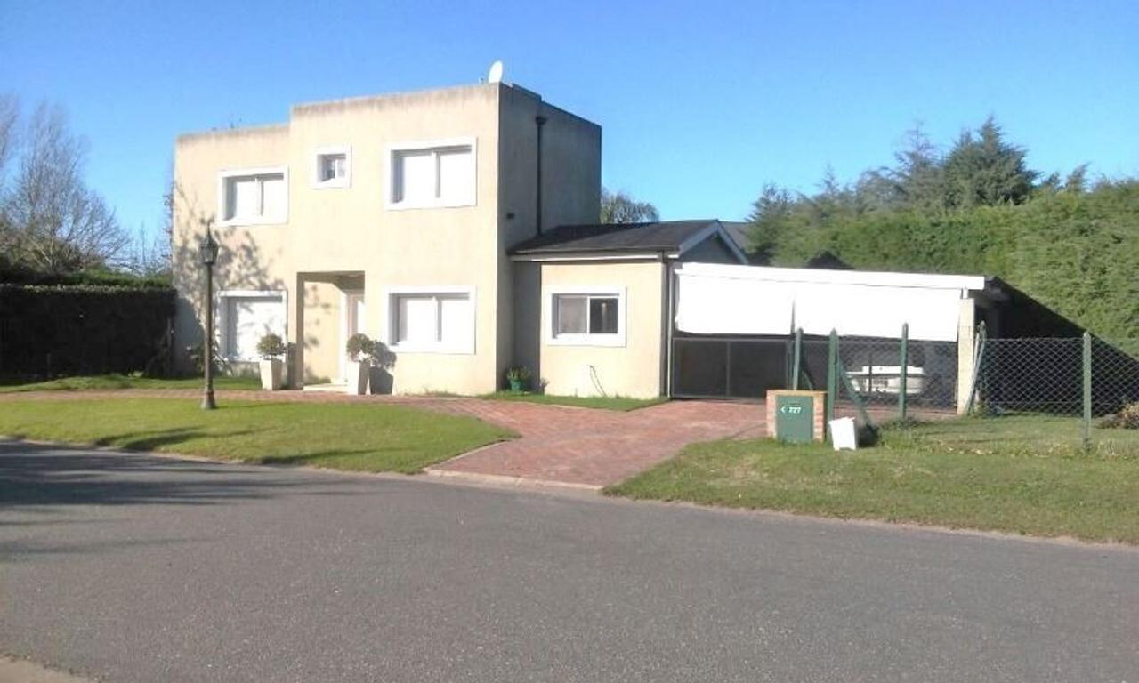 Casa en barrio privado