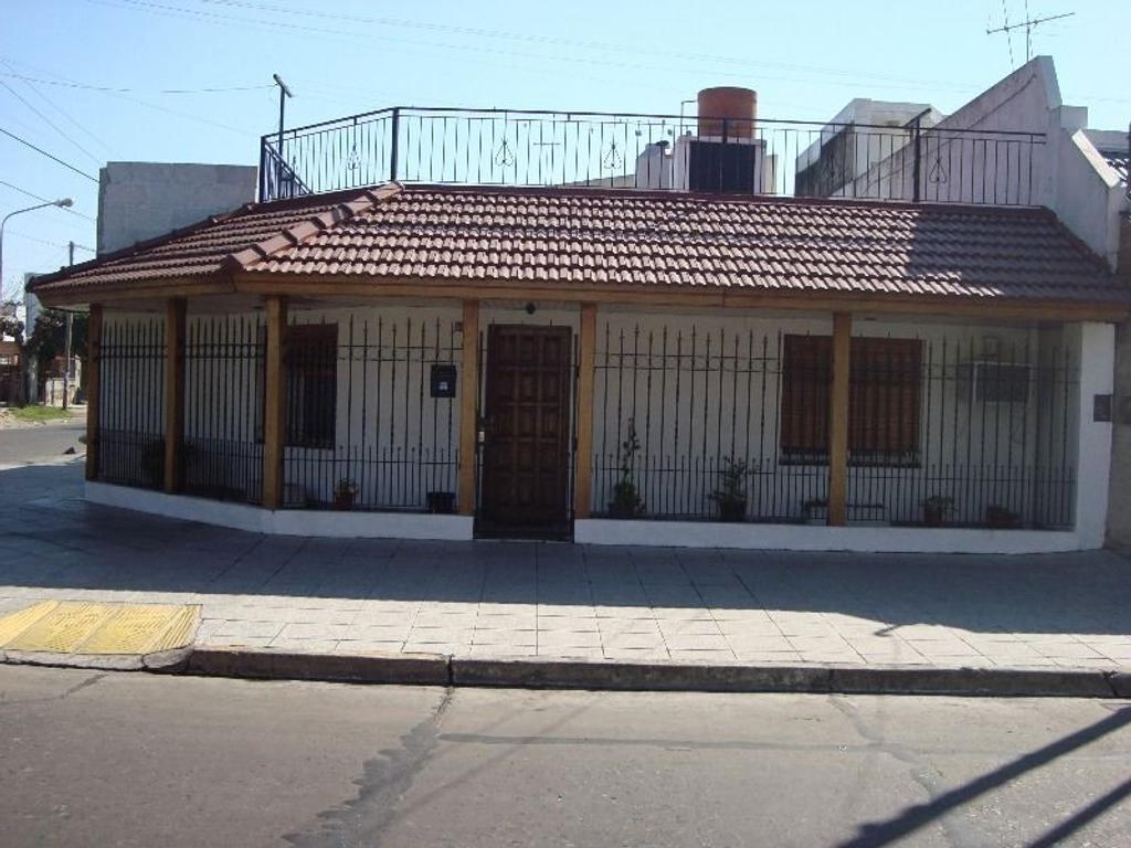 Casa en venta en monta eses 3900 villa constructora for Constructora casa