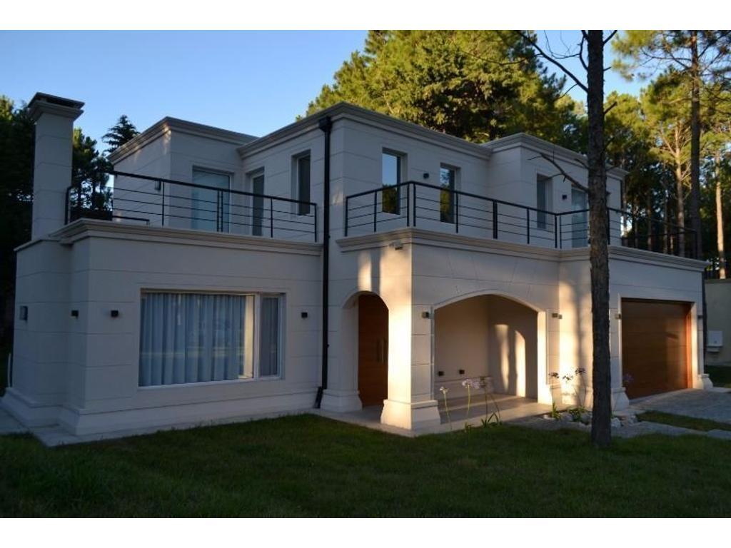 Casa 5 amb excelente diseño y calidad a estrenar en Pinamar Norte a 500 m. del mar. 4 dorm en suite