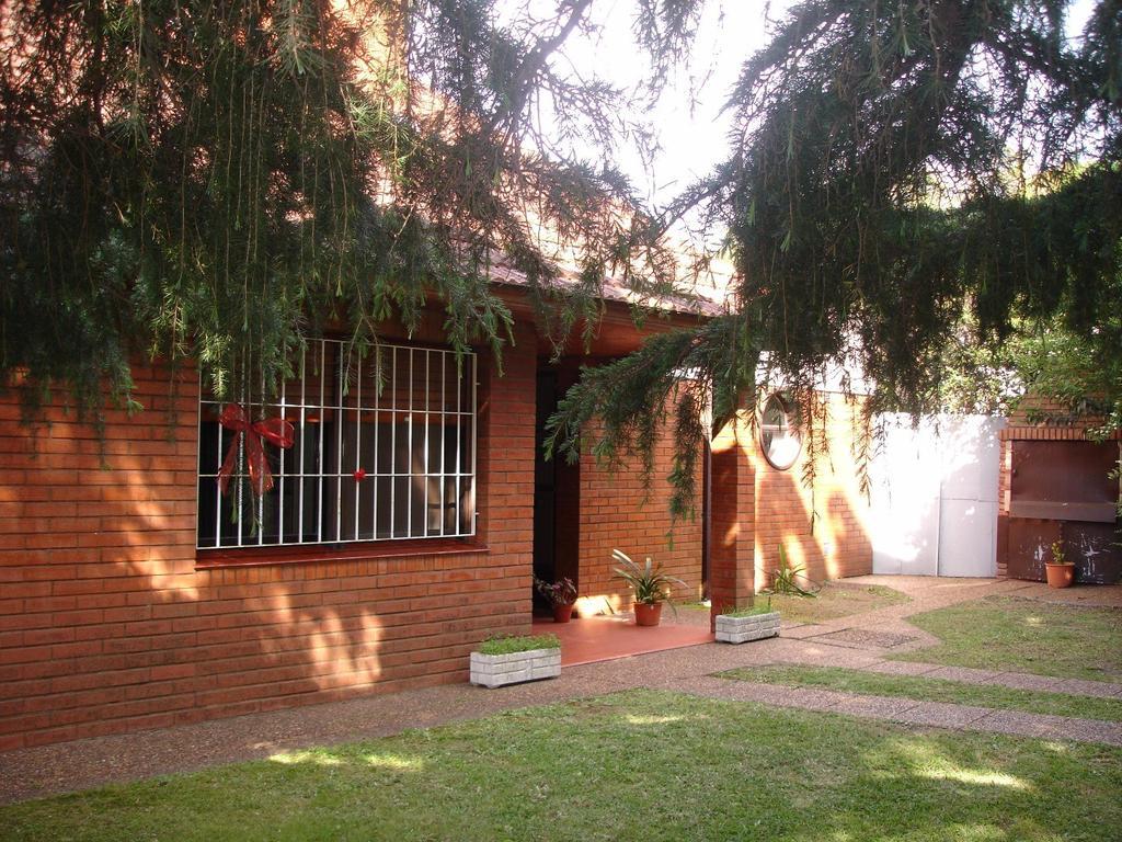 Casa de 3 ambientes c/patio y garage semi-cubierto - amplio fondo - Sobral esq. Rosario, Ezpeleta