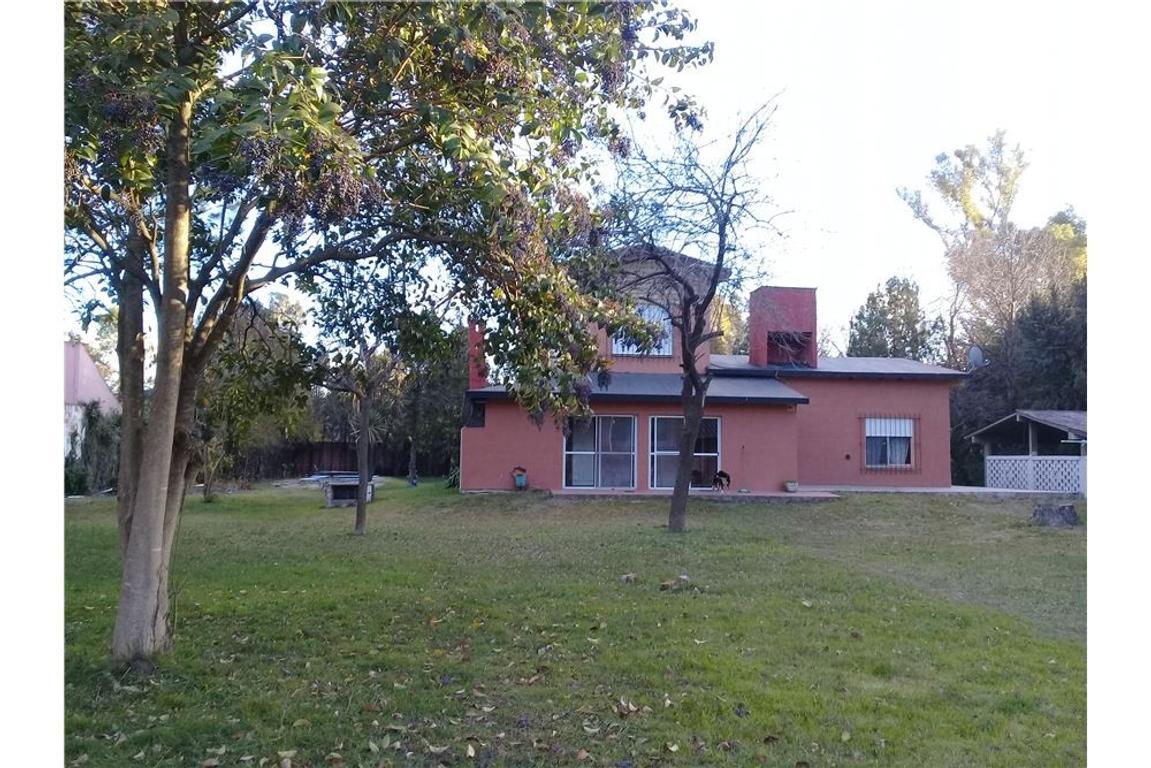 Excelente casa quinta de 6 ambientes con pileta