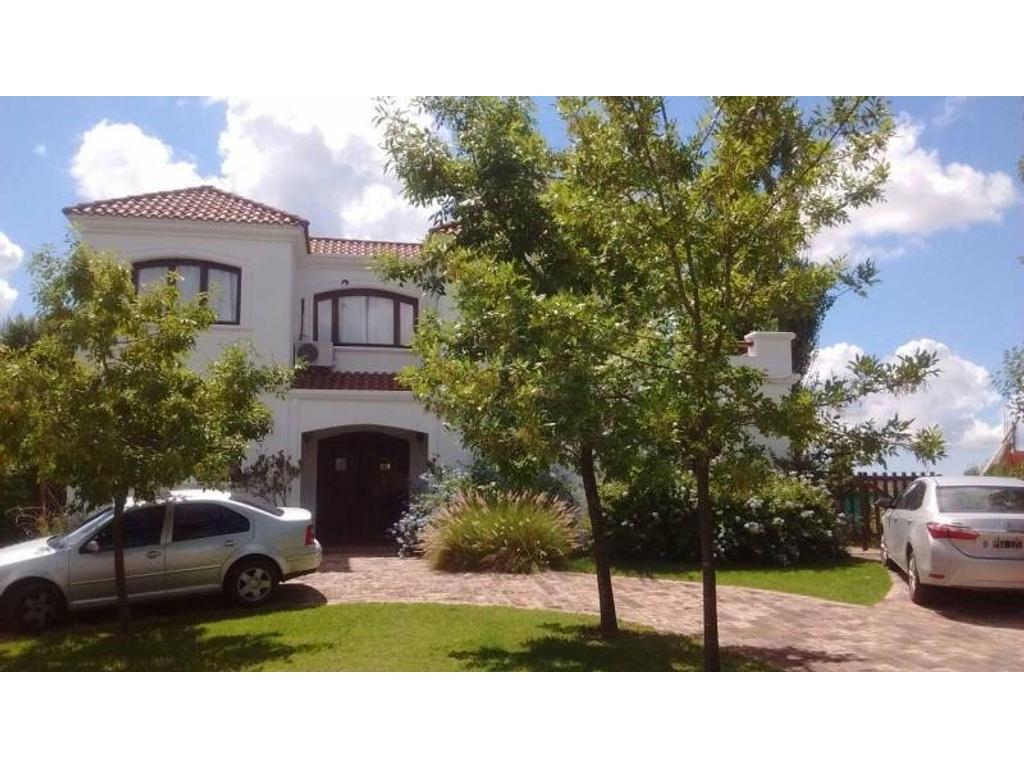 Casa a la laguna en venta en el barrio santa Catalina Villa Nueva Tigre