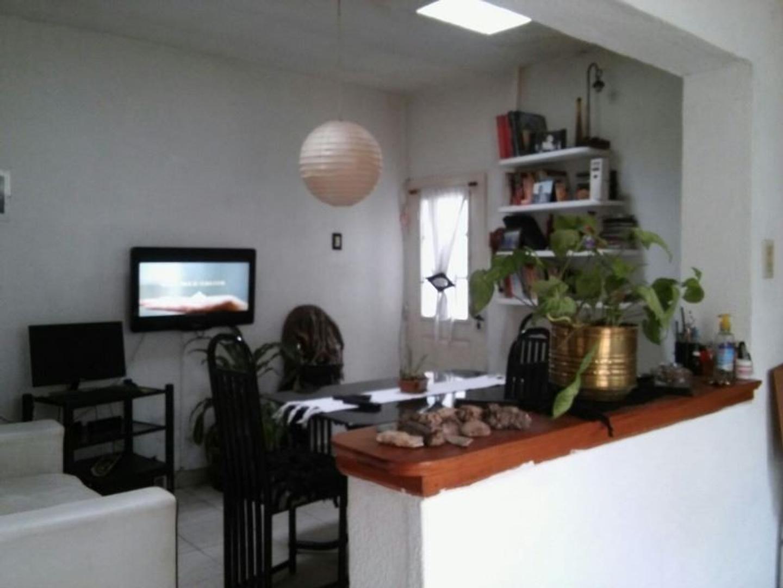 casa ideal 2 flias, 2 departamentos de 3 ambientes en block