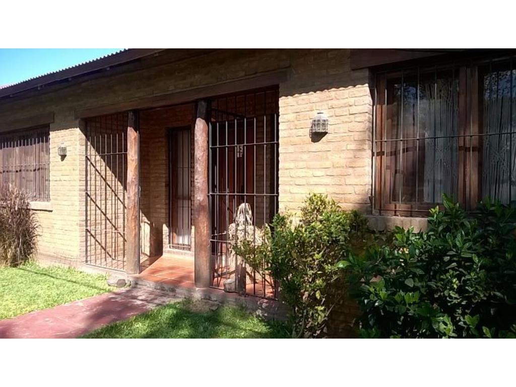 Excelente casa en Fisherton, 4 dormitorios con jardín y pileta! Azcuenaga 8587