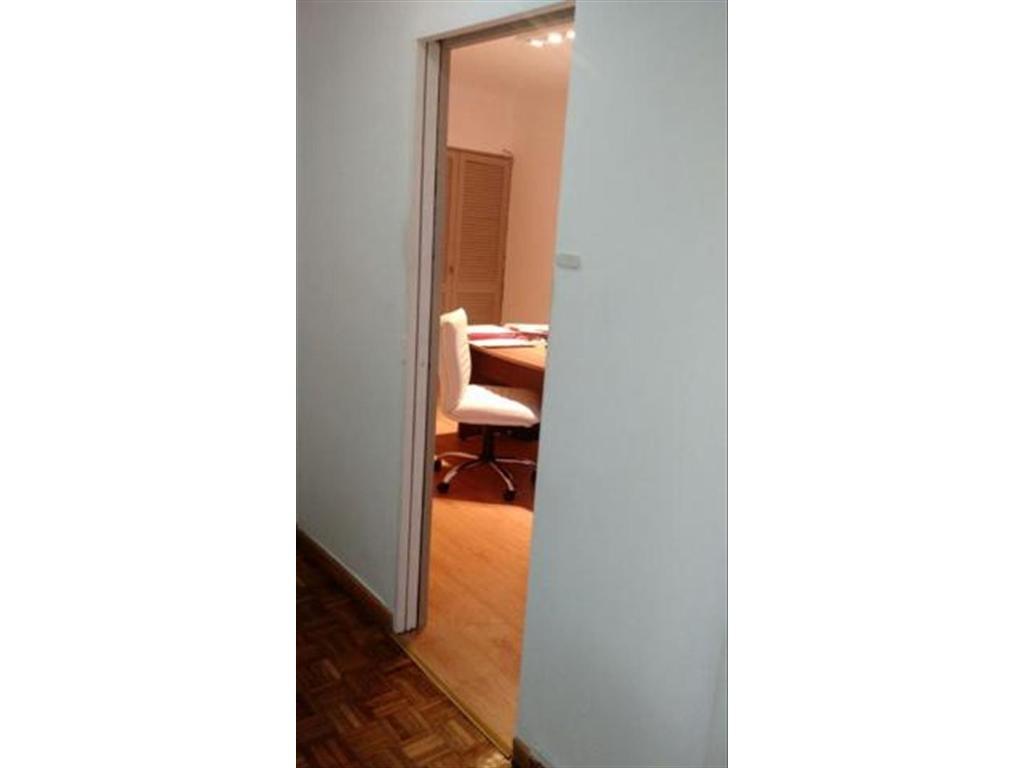 Oficina en alquiler en av belgrano 634 monserrat for Oficinas en alquiler