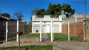 Casa 2 Amb. Sobre Amplio Lote 10x42 m