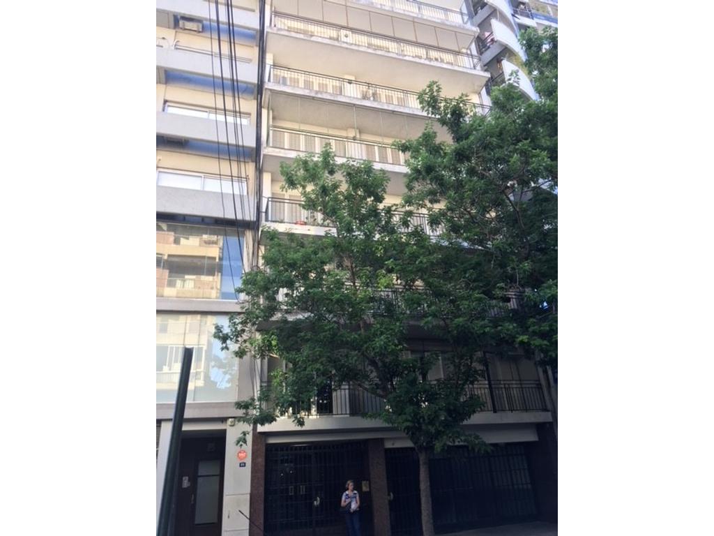 Moreno 800 - piso exclus 3 dorm /cochera.