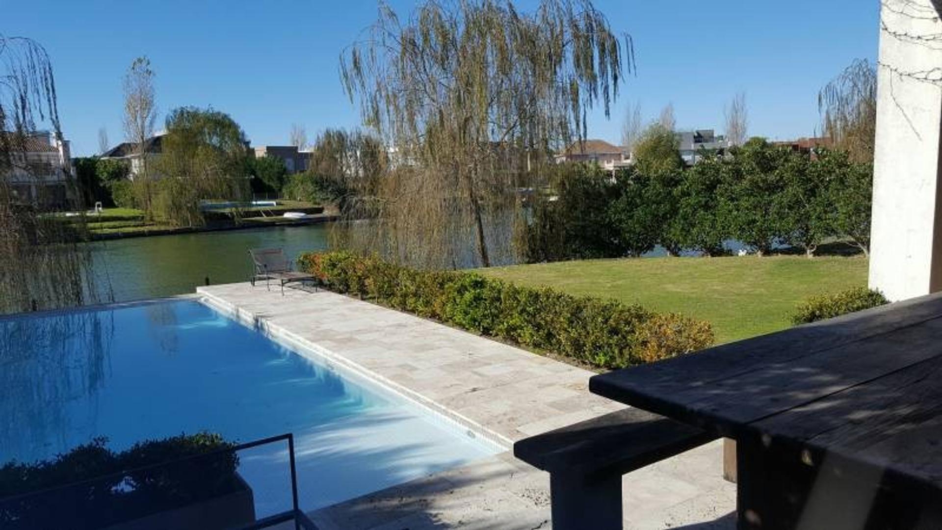 Imperdible casa moderna sobre laguna de excelente calidad!! Venta. Glorietas, Nordelta