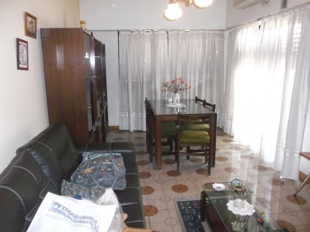XINTEL(DEF-DEF-260) Casa - Venta - Argentina, Tres de Febrero - SANTA JUANA DE ARCO  AL 4000