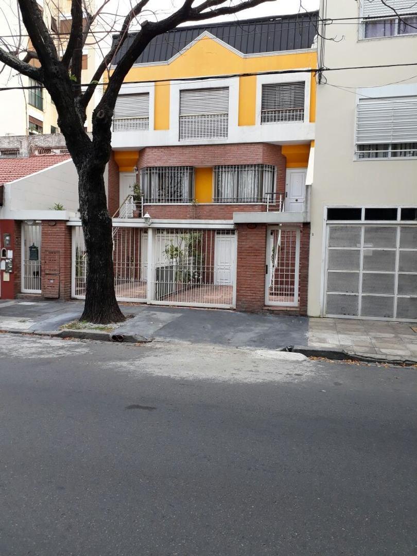 EXCELENTE TRIPLEX - 4 AMBIENTES - COCHERA 2 AUTOS - 4 BAÑOS (1 SUITE) - JARDÍN - PLAY ROOM