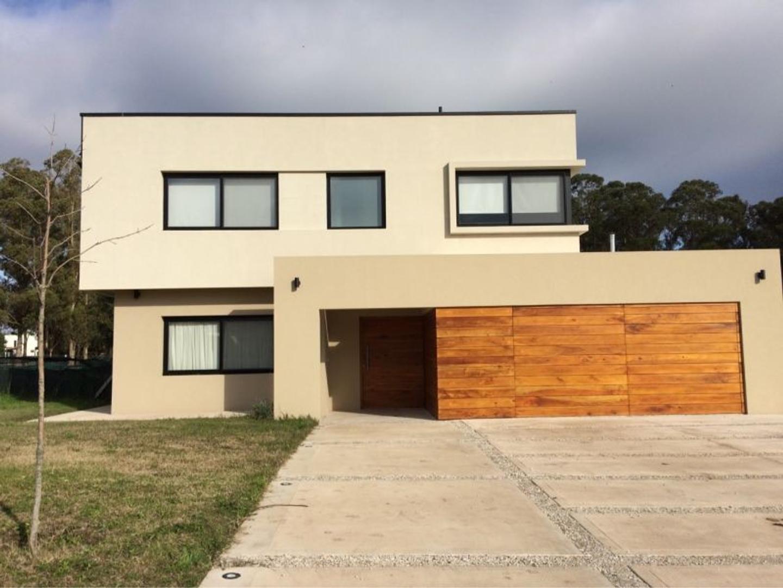 Casa en Venta en Arenas del Sur - 6 ambientes