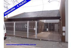 V558 R.Mejia - Casa 4 amb. a Nuevo con Cochera, amplio living comedor y galpón Consultas: 4656-0788