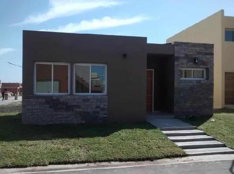 Hermosa Casa en Los Robles barrio cerrado!  2 ambientes