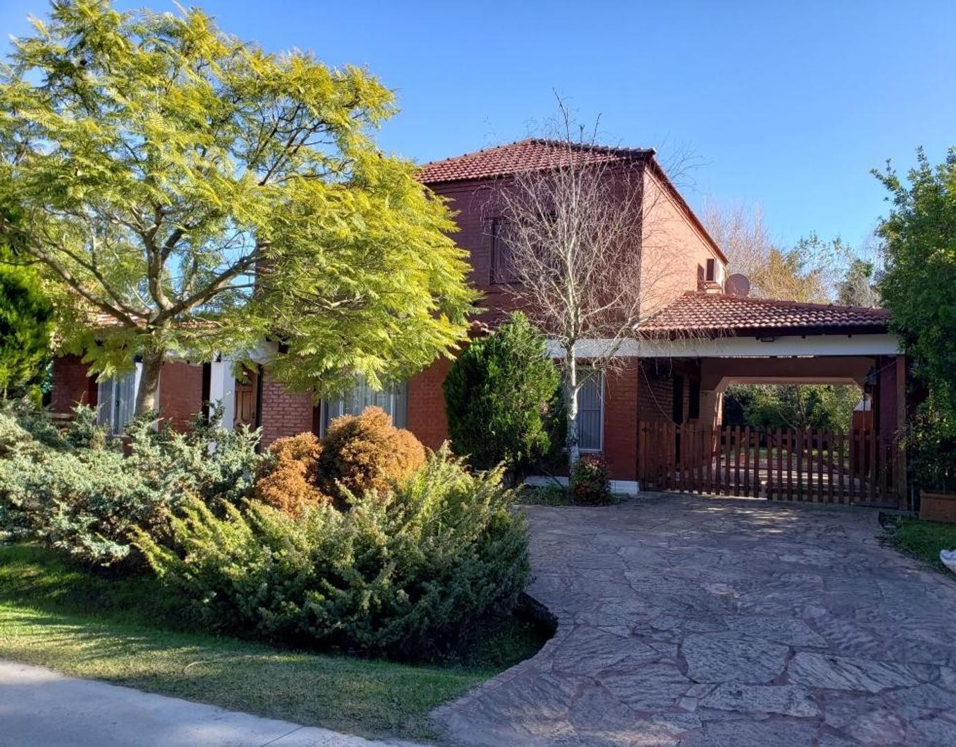 Casa en Alquiler en Echeverria Del Lago - 6 ambientes