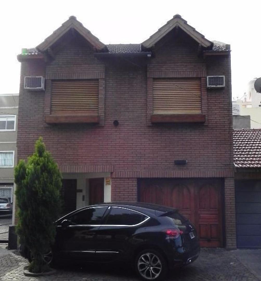 Casa de cuatro ambientes con garage en Ramos Mejia