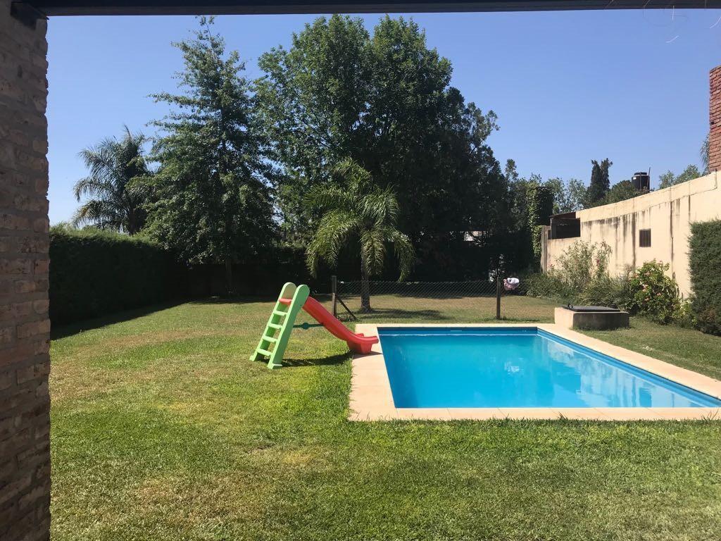 Casa muy linda con jardin y pileta