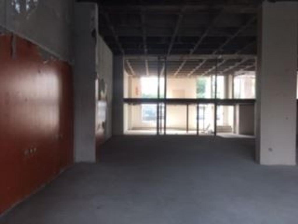 ALquiler Local comercial Premium, sobre libertardor a metros de Alavear, Martinez, San Isidro