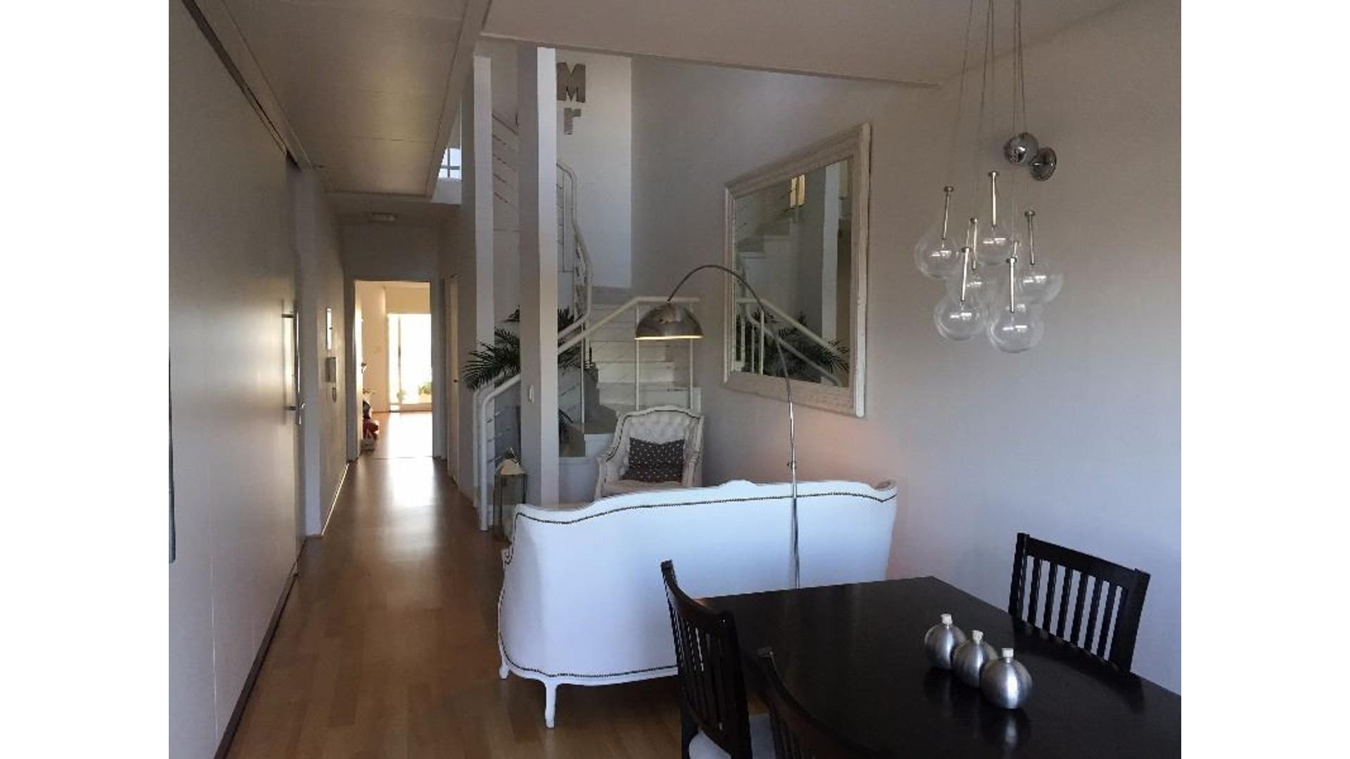 Olivos Bajo Duplex con doble altura 4 Ambientes 2 cocheras U$S 380.000