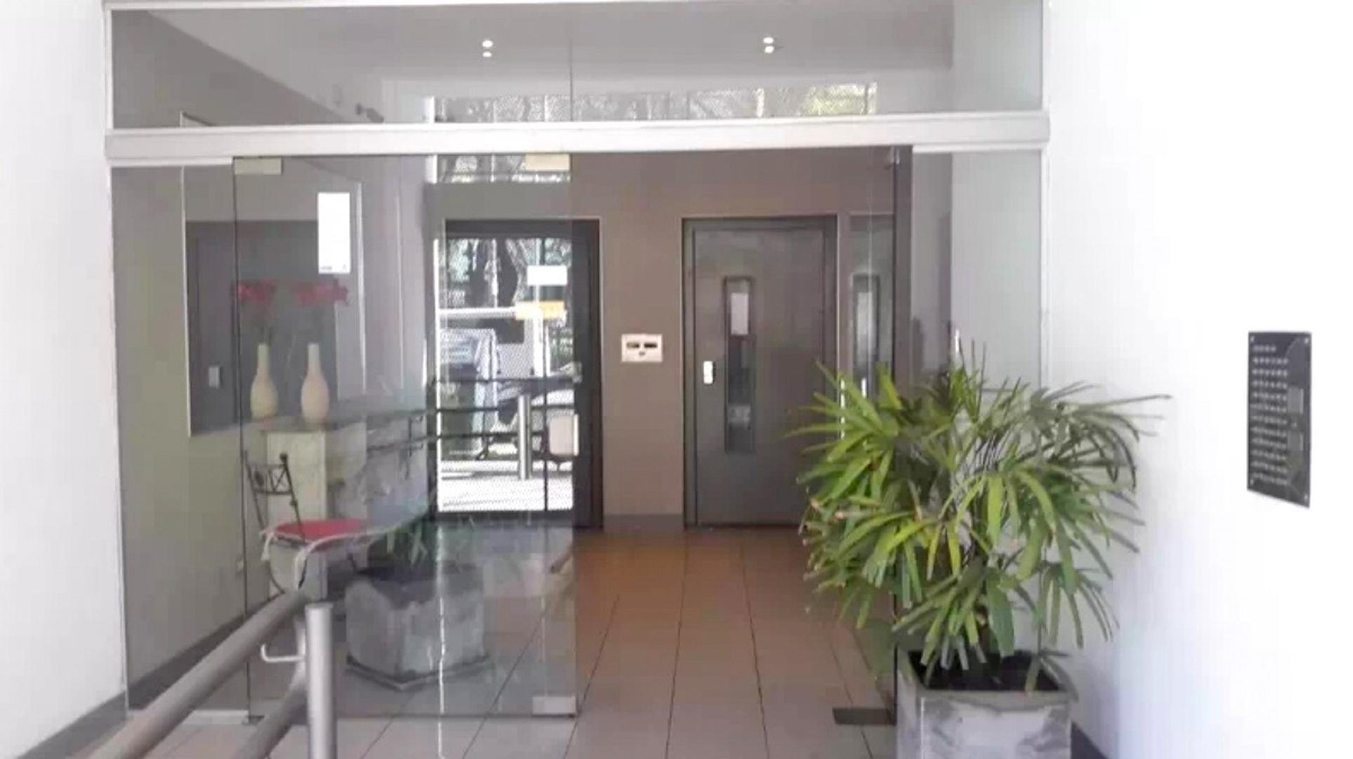 Departamento 3 Ambientes con Balcón y Cochera. Villa Luro