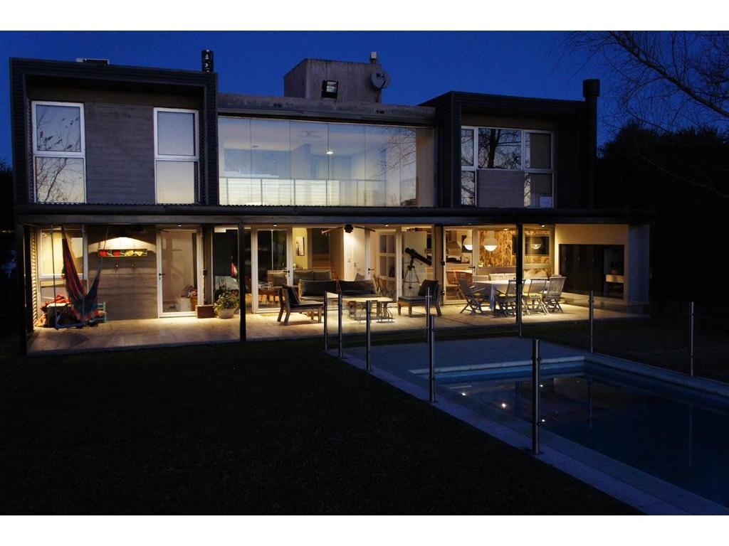 Espectacular casa minimalista al lago