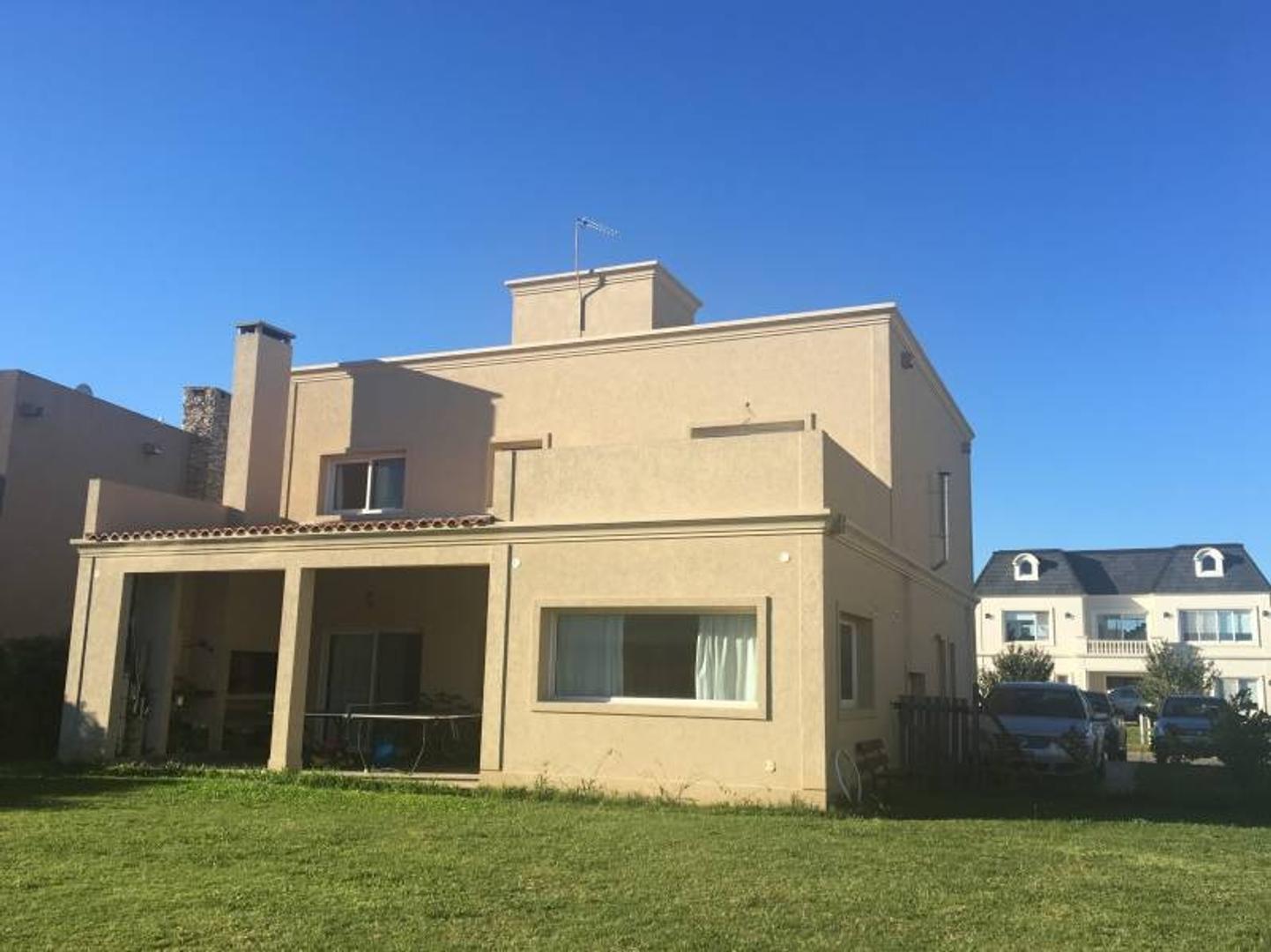 Casa en Venta en Ayres Plaza - 5 ambientes