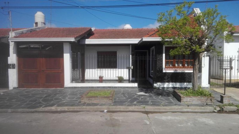 XINTEL(MDA-MDA-879) Casa - Venta - Argentina, La Plata - diagonal 682 100