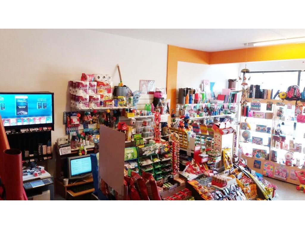 Excelente y variado kiosco con librería regalería juguetería en Las Heras y Alvarado