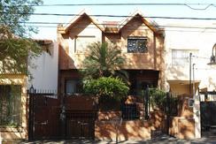 Vendo excepcional propiedad, construcción de primera calidad, excelente estado de conservación