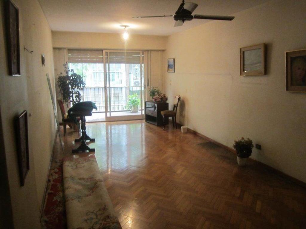 Departamento al frente, 3 ambientes, dependencia,2 baños, amplio balcón corrido, cochera. baulera