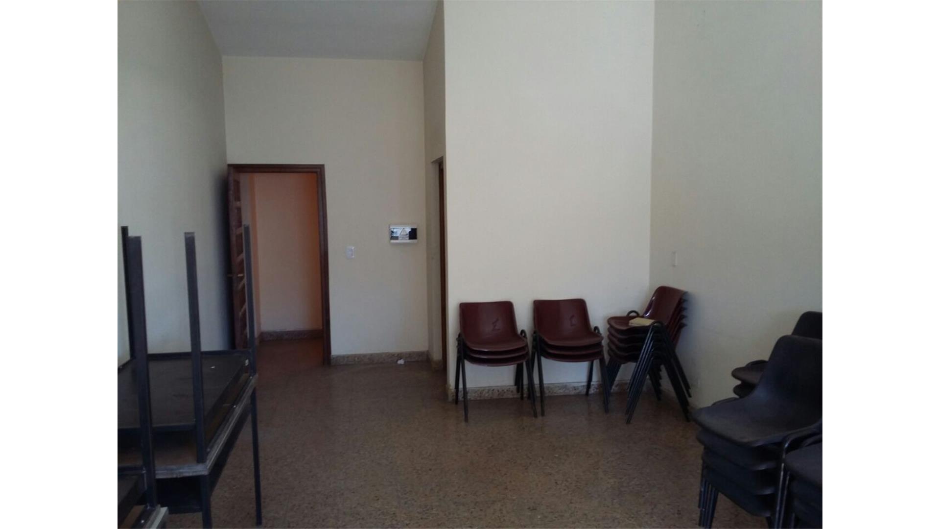 LC13 - Oficinas en alquiler Av Belgrano y Dean Funes