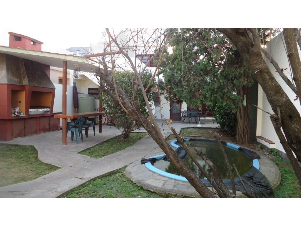 Casa 4 amb, jardin y quincho