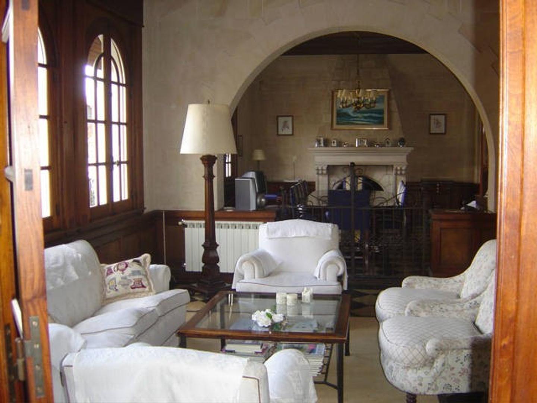 Casa en Venta en Playa Grande - 7 ambientes