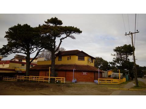 LOCAL  MUY BUENA UBICACION (EQUIPADO PARA PIZZERIA  RESTORANTE)