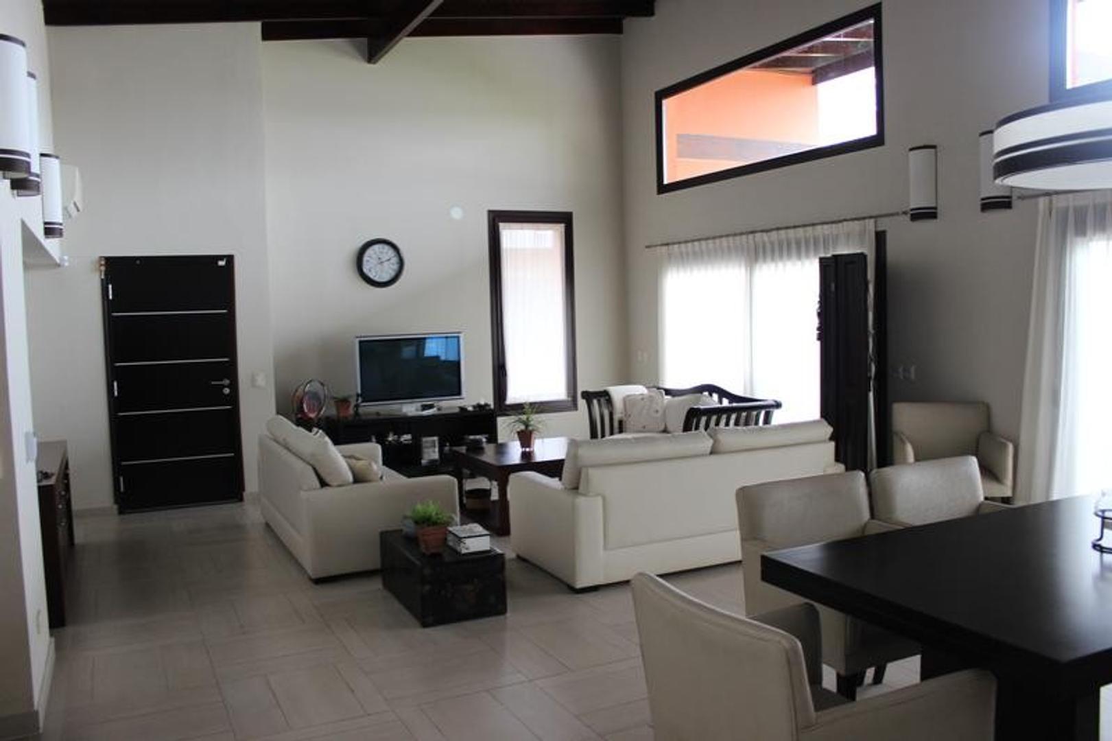 Casa en Venta en Isla Santa Monica - 7 ambientes