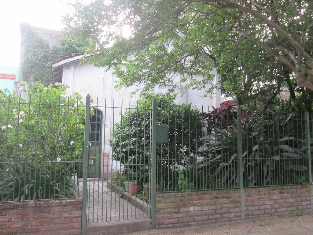 Casa s/lote propio para refaccionar o demoler