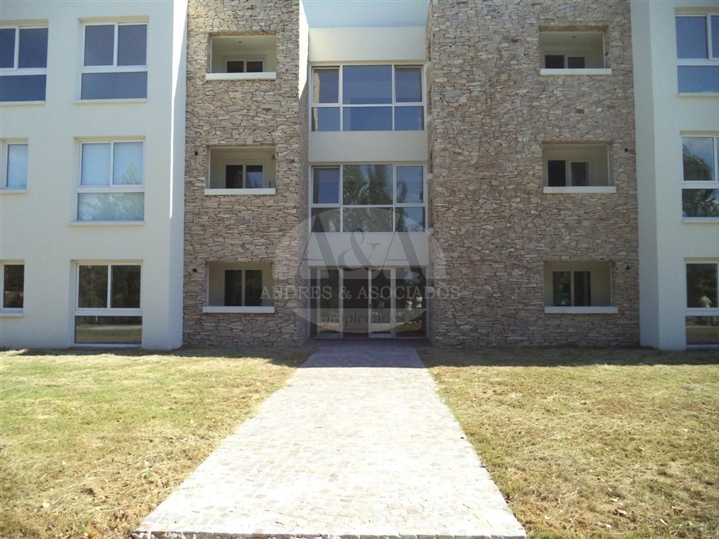 Venta departamento 4 ambientes, B° Cerrado Buenos Aires Village, Bella Vista