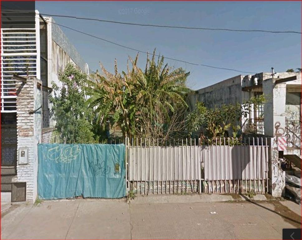 Casa sobre Av. Rivadavia (Ruta 7) frente a vias Sarmiento y a 2 cuadras estación