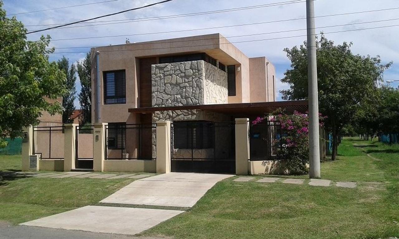 Casa en venta en gardelli 7700 fisherton argenprop for Casa minimalista rosario