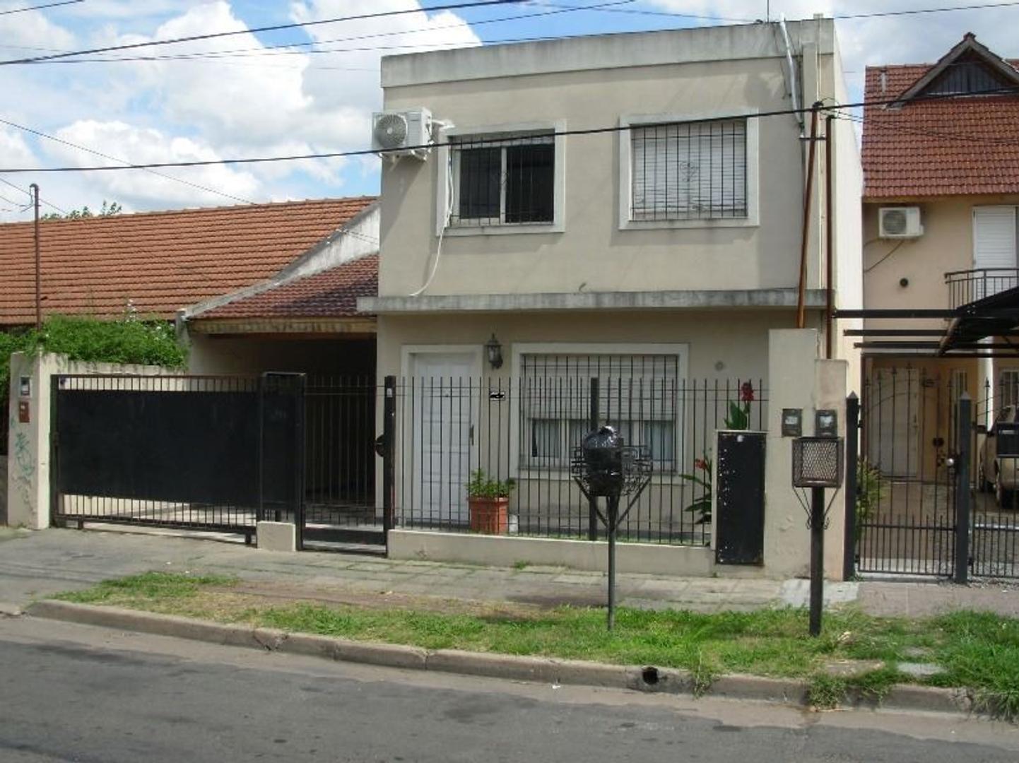 Casa en Venta en Castelar Sur - 7 ambientes