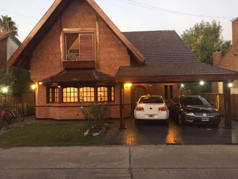 Excelente Casa con Pileta en Country Venado!