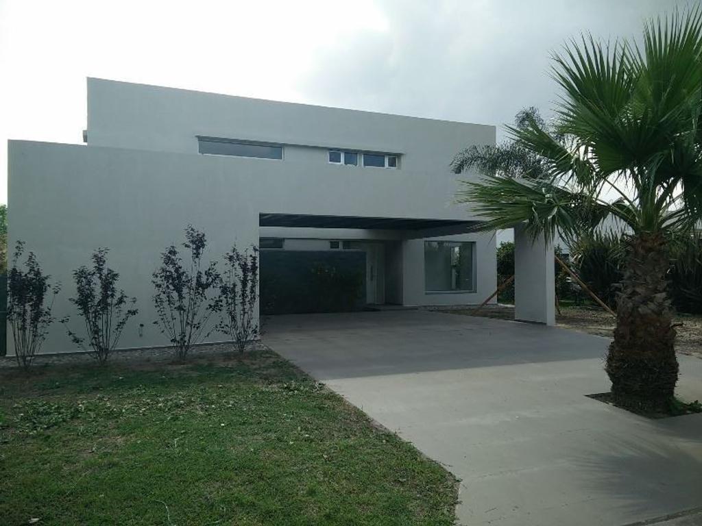Casa en Venta a Estrenar en Barrio Privado Funes Hills Miraflores
