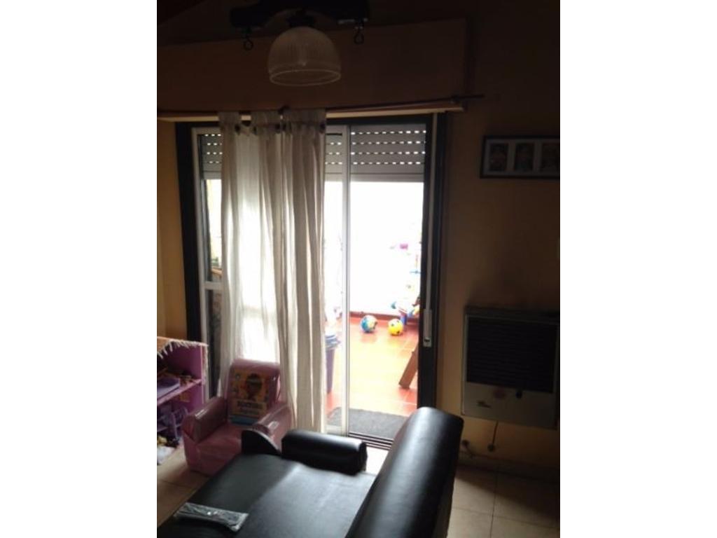PH de dos ambientes en primer piso en Villa Maipu