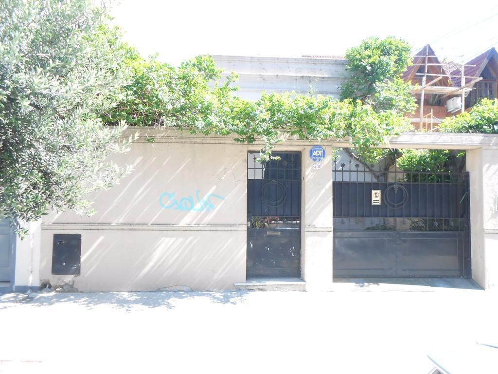 Casa 3 ambientes 3 baños cochera para 2 autos y patio libre