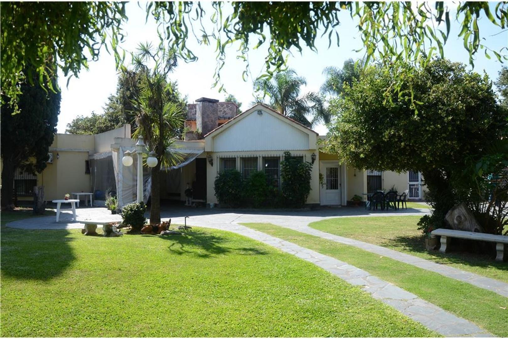 Casa 7 ambiente en Villa Luzuriaga