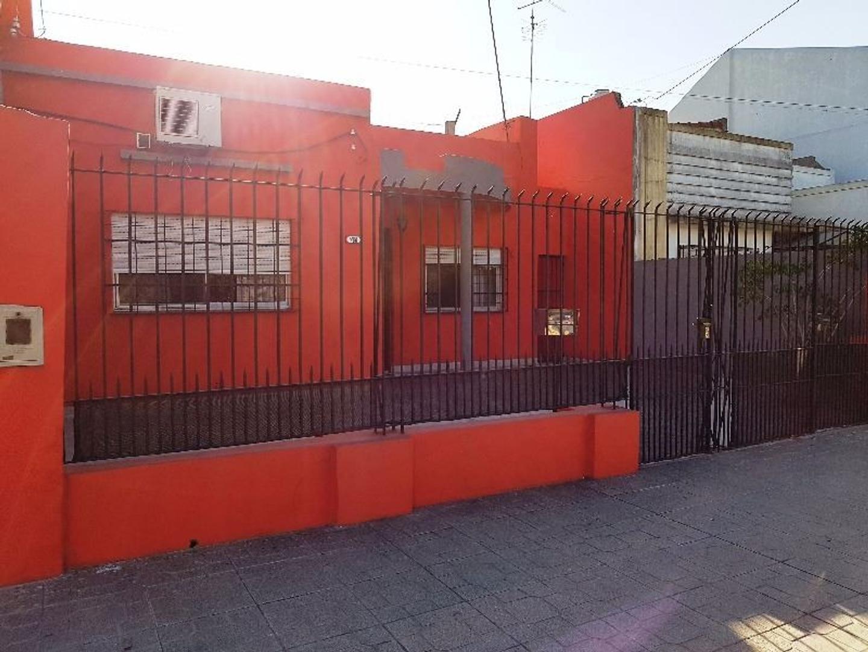 VENTA CASA 3 AMBIENTES ENTRADA P/COCHE QUINCHO PISCINA LANUS