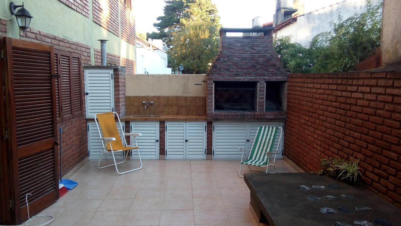 Depto 2 amb patio, cochera y muebles